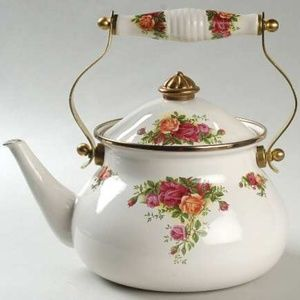 ROYAL ALBERT OLD COUNTRY ROSE TEA KETTLE. LIKE NEW